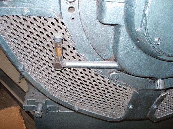 A single-entry vented column sight-level gauge.