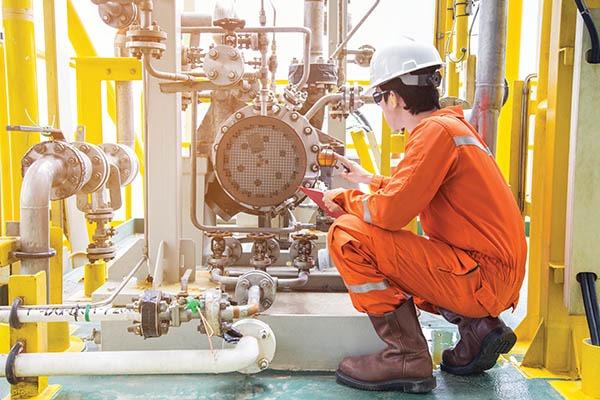 Mechanical inspector inspection oil pump centrifugal type. Offsh